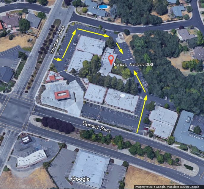 Guide to where to park and enter Dr. Archibald's Rocklin dentist office